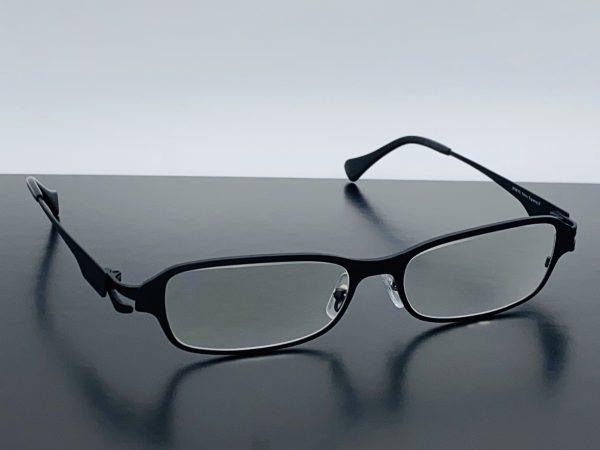 抜き枠タイプの大きいサイズのメガネ