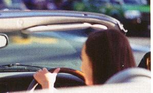 長時間の運転では「目」に疲れを感じる人の割合が70%もあります。