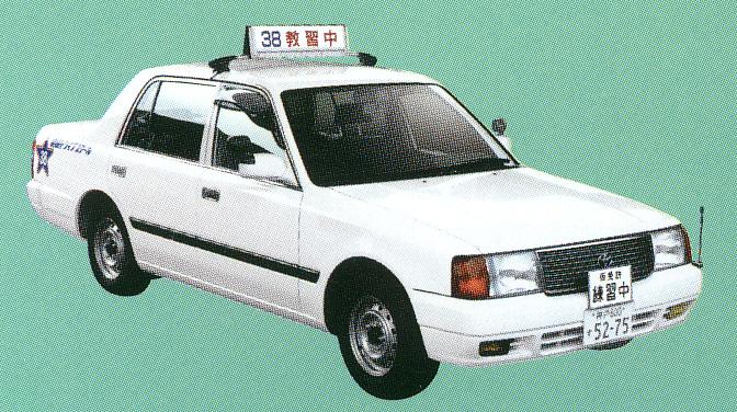 お客様を乗せて運転するタクシードライバーには安全のために深視力の適合性が求められます