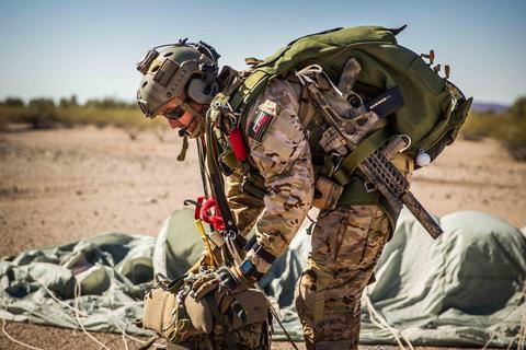 """米国海軍 Navy SEALs, MARSOC, 陸軍US Armyパラシュート部隊""""ゴールデン・ナイツ""""など特殊任務の最前線で活躍するエリートに選ばれたタクティカルアイウェアGatorzのスペックに迫る。"""