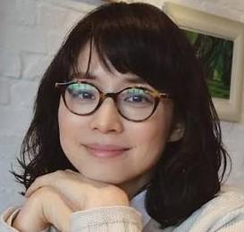 遠近両用メガネをおしゃれに石田ゆり子